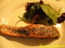 Pavé de saumon à l'aneth et sa salade de pousses d'épinards