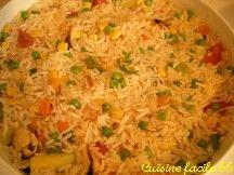 Salade de riz aux carottes, petits pois, courgette, maïs, tomate, moules et crevettes