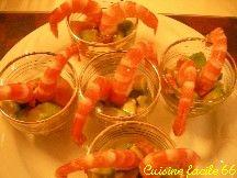 Verrines d'avocat et pamplemousse aux crevettes