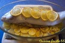 Bar de ligne au champagne sur son lit de pommes de terre