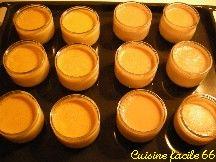 Petits pots de crème onctueuse à l'eau de rose