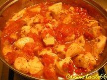 Sauté de poulet à la tomate et oignon accompagné de Quinoa