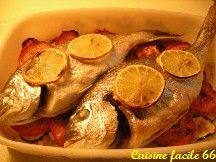 Daurade au four aux courgettes, tomates et oignons