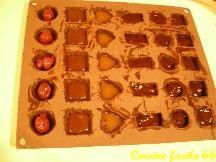 Confection des coques pour bouchés de chocolat de Noël