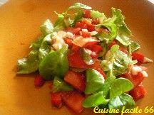 Salade de tomate, mâche et oignon nouveaux au vinaigre de Xérès